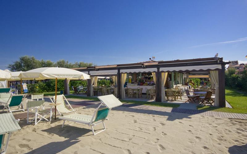 Bagno Elisabetta in Viareggio, beach club with bar, restaurant and ...